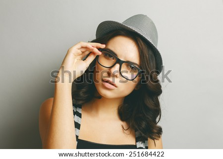 Beautiful, naturall girl in a hat and glasses.