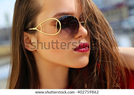 Beautiful woman model in fashionable sunglasses. Beauty girl.
