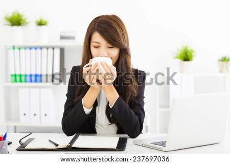 beautiful young business woman drinking coffee in office