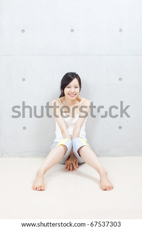 beautiful young girl at the gym doing stretching exercise
