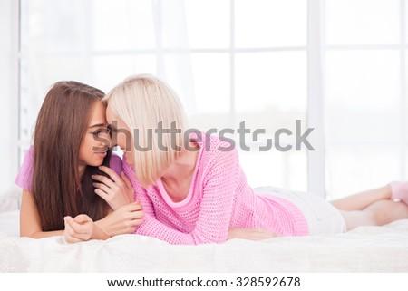 woman-girl-lesbian-do-midget-stinks