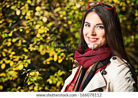 Beautiful young woman at the autumn park.