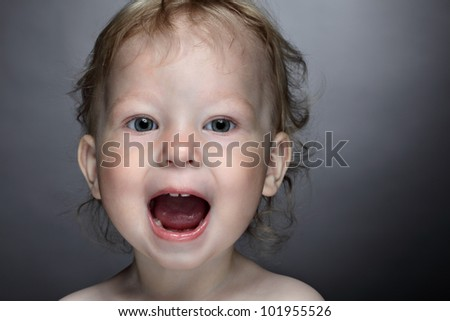 beauty baby open mouth and scream
