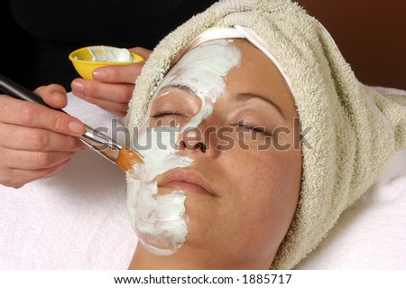 Beauty Facial Masque being applied by Esthetician