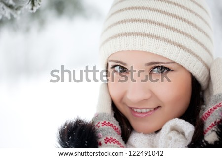 Beauty woman in winter park