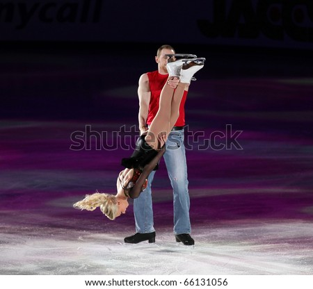 BEIJING-NOV 7: Caitlin Yankowskas and John Coughlin of USA perform in the Gala Exhibition event of the SAMSUNG Cup of China ISU Grand Prix of Figure Skating 2010 on Nov 7, 2010 in Beijing, China.