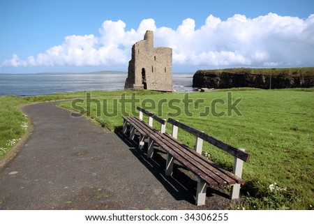 benches with a view of atlantic and castle in ballybunion - stock photo
