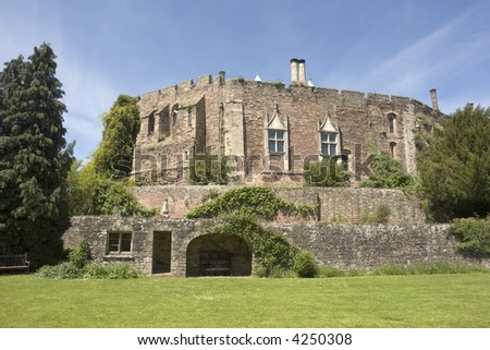berkeley castle gloucestershire norman castle completed in 1153 by lord maurice de berkeley at the command of king henry II