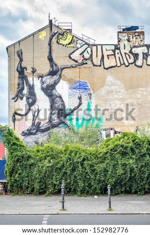BERLIN, GERMANY - SEPTEMBER 1: Mural on building painted by artist ROA on September 1, 2013 in Berlin. Mural can be found in OranienstraÃ?Â?e in Kreuzberg.