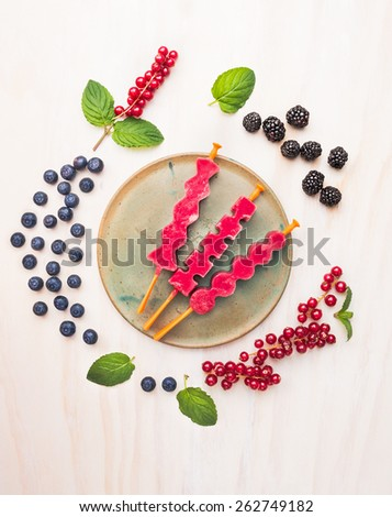 Berries Ice cream pops with red currant, blackberries, blueberries and ...