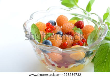 berries in a glass bowl for dessert