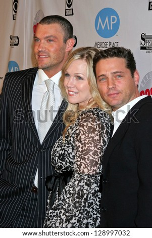 """BEVERLY HILLS - NOVEMBER 03: Brian Austin Green, Jennie Garth, Jason Priestley at the """"Beverly Hills 90210"""" and """"Melrose Place"""" First Season DVD Launch at Beverly Hilton Hotel November 03, 2006 - stock photo"""