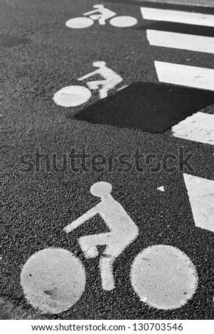 Bicycle road sign painted on asphalt - stock photo