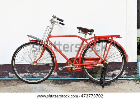 Bicycle vintage red background with a white wall.