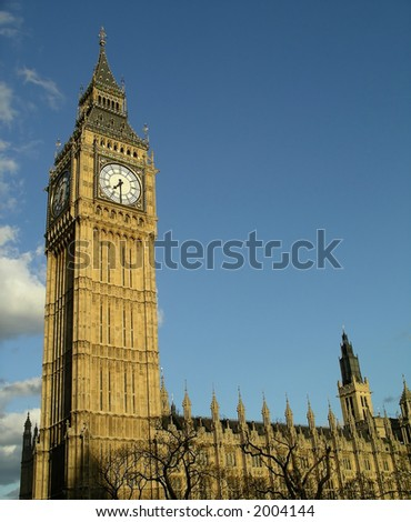 Big Ben and houses of parliament in late afternoon against blue sky background