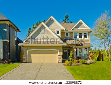 Big custom made luxury house with double doors garage and long driveway in the suburbs of Vancouver, Canada.