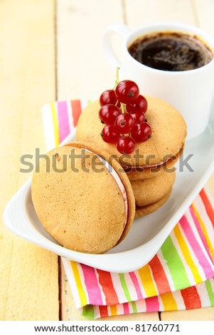 biscuits with cream and red currant