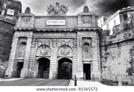Black and white image of Victoria Gate, Valletta, Malta - Built by the British in 1884 replacing the old Porta Del Monte which was built by the Knights of St John. - stock photo
