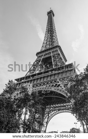 Black and white view of the Eiffel tower in Paris