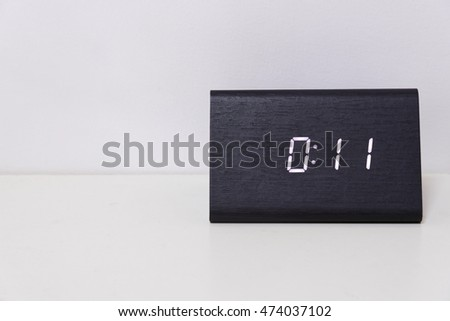 Black digital clock on a white background showing time 00:11 (eleven minutes)