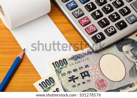 Blank list with Japanese money,calculator and pencil on a table