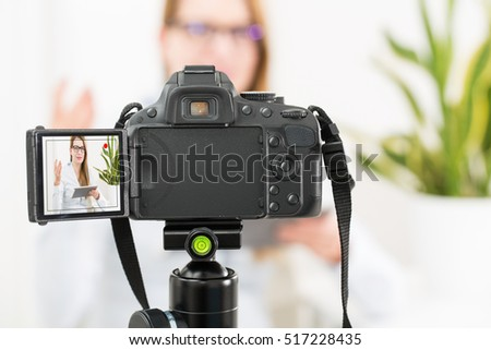 Blog video camera vlog blogger recording stockfoto 517228435 shutterstock - Voorbeeld volwassene kamer ...