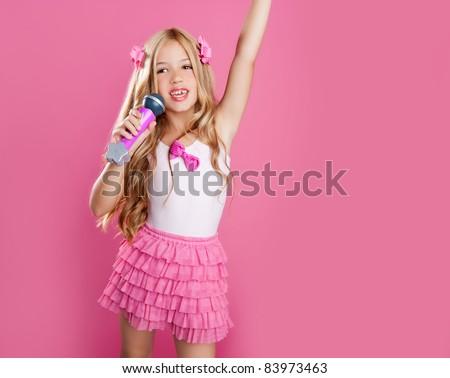 Blond Teen Was Singing Like 93