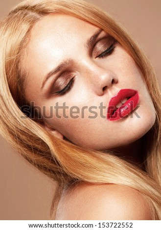 Blonde model with red lips fashion, perfect light skin, sunburn