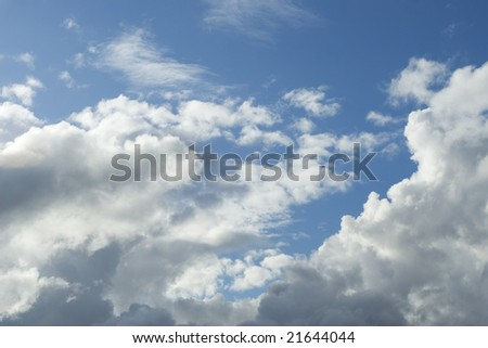 Blue sky fleeced with clouds