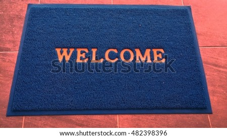 blue welcome mat, carpet welcome in front of toilet.(adjust pink floor)