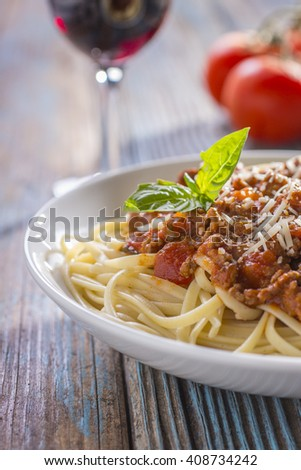 Bolognese with Tomatoes and Red Wine