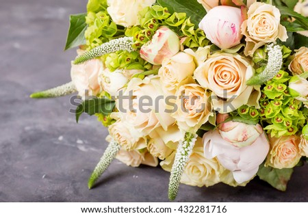 Bouquet of cream roses and pink peonies