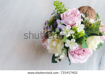 Bouquet of flowers (Rose) in vase on the table