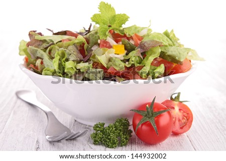 bowl of salad and tomato