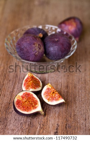 bowl with fresh figs on rustic wooden table