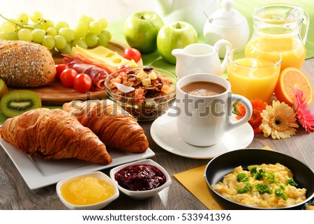 Breakfast served with coffee, orange juice, egg, rolls and honey. Balanced diet.