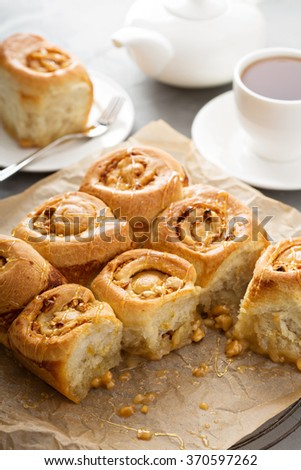 Breakfast sticky rolls with honey and nuts