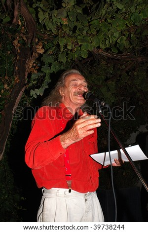 "BRESCIA, ITALY - SEPTEMBER 18 : Beat Generation poet Jack Hirschman reads poetry during performance in exhibition ""From Howl to Fluxus"" held September 18, 2004 in Brescia, Italy."