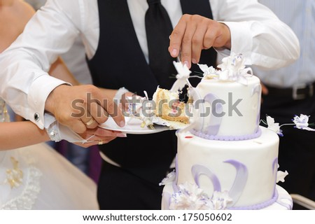 how does the bride and groom cut wedding cake groom cut rustic wedding cake stock photo 566633755 15365