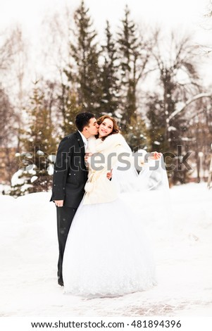 bride and groom in the winter