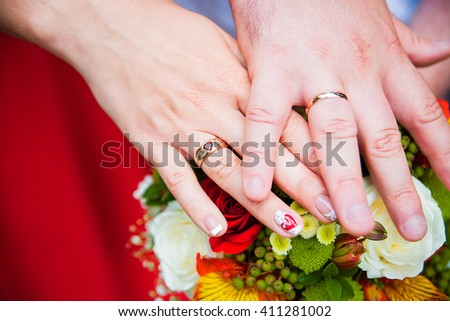 Bride and groom with wedding rings on their hands, male and female hand with wedding rings, wedding ceremony