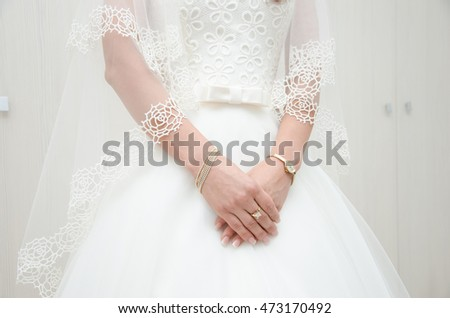 Bride holding hands with jewelry