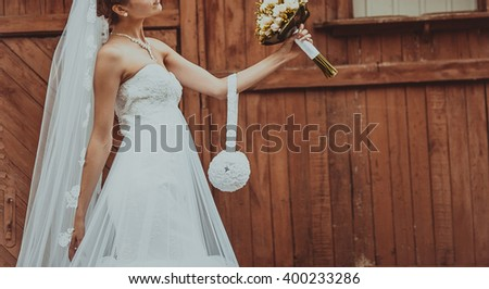Bride next to red wood wall. Wedding.