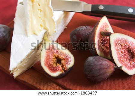 brie cheese and figs