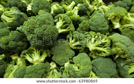 Broccoli in a pile on a farm stand