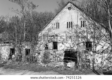 Broken house from the beginning of last century, Black and white