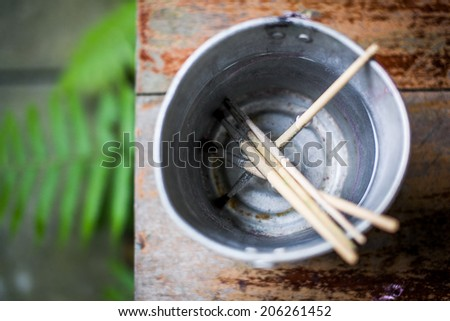 Brush washing bucket
