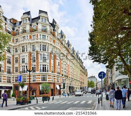 BRUSSELS, BELGIUM-AUGUST 29, 2014: Popular area in center of Brussels with many shops and restaurants  - stock photo