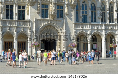 BRUSSELS, BELGIUM - JULY, 21: Tourists enter medieval City Hall during National Day on July 21, 2013 in Brussels. About 500000 guests arrive in Brussels for this day.