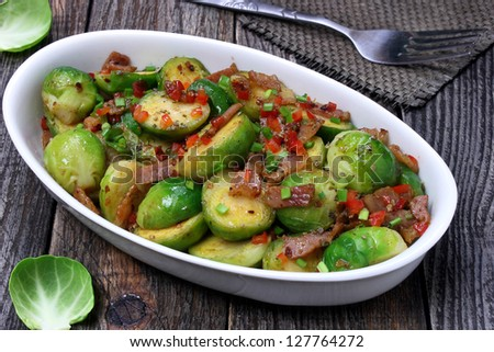 Brussels sprouts with bacon, onions and paprika